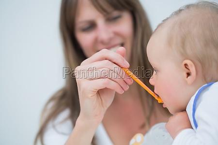 matriz que alimenta a um bebe