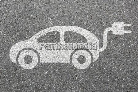 conducir poder electrico recargar coche electrico