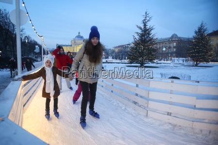 patinagem no gelo na cidade