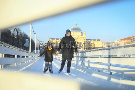 patinagem no gelo criancas