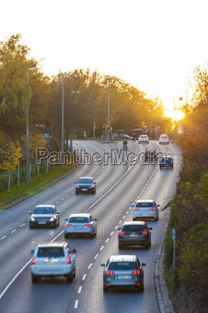 paseo viaje trafico puesta del sol