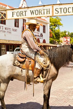 homens homem passeio viajar historico cor