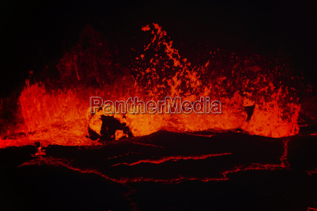 lava lake in puu oo crater
