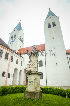 bishop otto of freising statue